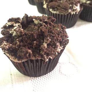 oreo cupcake by Bakeomaniac