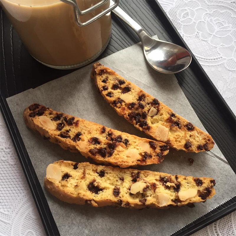Almond Chocolate Biscotti Recipe by Bakeomaniac