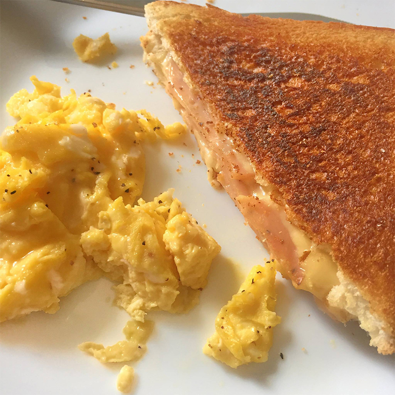 Grilled Cheese Sandwiches Recipe and Method by Bakeomaniac