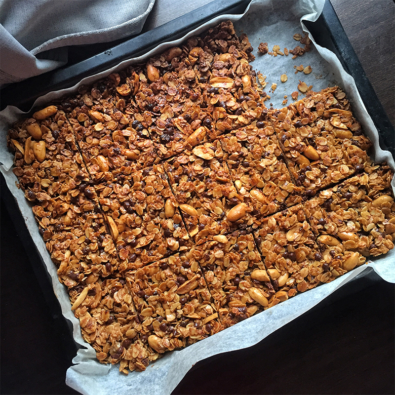 Peanut Butter Chocolate Granola Bars Recipe by Bakeomaniac