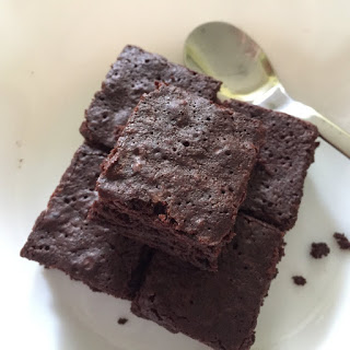 Chewy Fudgy Brownies Recipe by Bakeomaniac