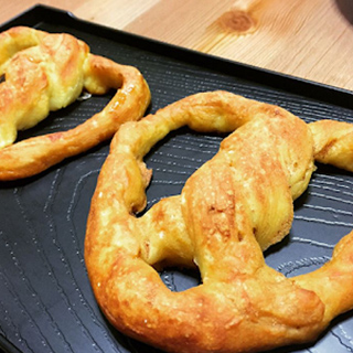 Soft Chewy Pretzels by Bakeomaniac